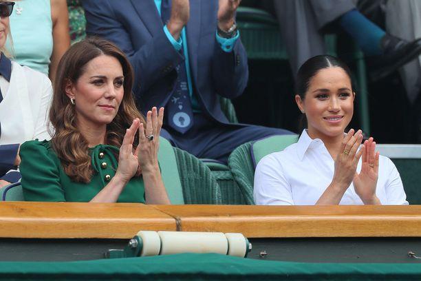 Herttuatar Catherine ja herttuatar Meghan kävivät yhdessä katsomassa tennisottelua kesällä 2019.