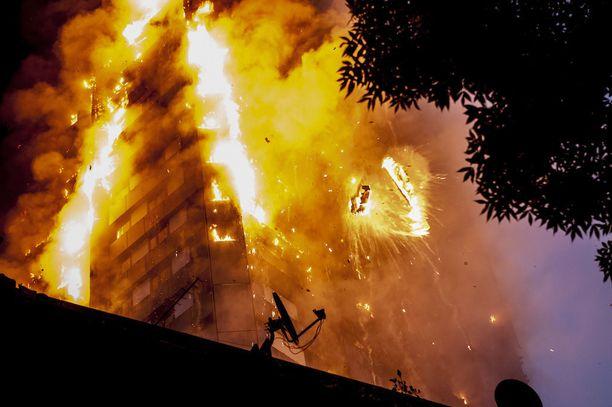 Viranomaiset eivät ole vielä halunneet arvioida palon syttymissyytä.