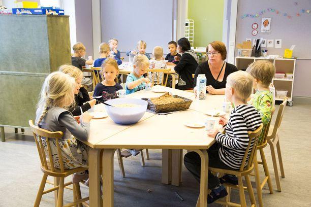 Pula pätevistä lastentarhanopettajista on Helsingissä pahentunut entisestään. Arkistokuva Helsingin kaupungin Linnunlaulun päiväkodista.