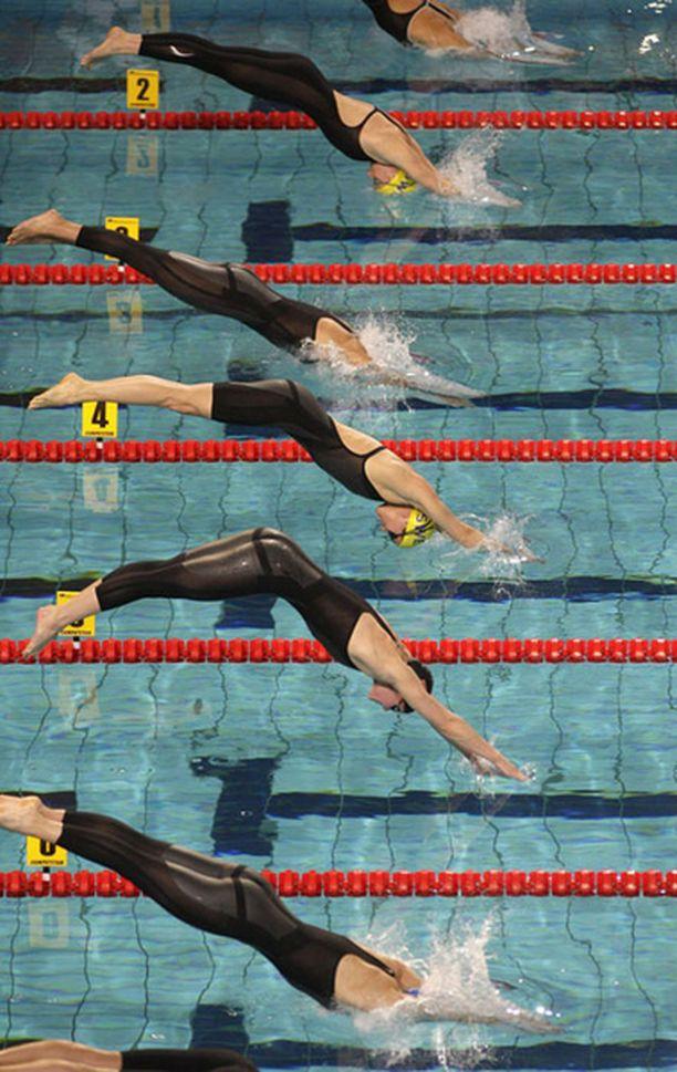 Hanna-Maria Seppälä (alimpana) otti 50 metrin vapaauinnissa finaalipaikan.