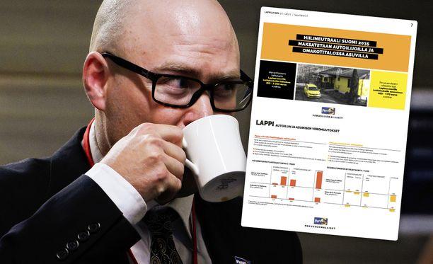 Perussuomalaisten puoluesihteeri Simo Grönroos perustelee, että hämmennystä herättänyt vaalimainos perustuu Taloustutkimuksella teetettyyn tutkimukseen.