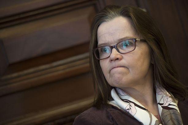 Suomen hallitus ei pyörrä päätöstään EU-tuomiostuimen tuomion seurauksena. Valinnanvapauslain notifioiminen komissiolle merkitsi käytännössä lainsäädäntökehikon notifioimista, joka ei määrittele vielä tosiasiallista toimintaa tai maakuntien toimeenpanoa, sanoo alivaltiosihteeri Päivi Nerg. Hänen mukaansa Suomi ei voisi sen vuoksi vastata keskeisiin komission kysymyksiin