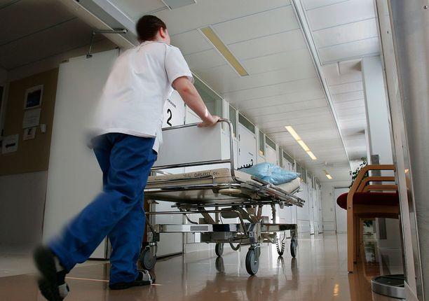Potilaan käteen laitettiin rasvaa, joka syttyi itsestään tuleen. (Kuvituskuva)