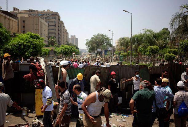 Mohamed Mursin kannattajat ottivat yhteen armeijan kanssa aamulla.