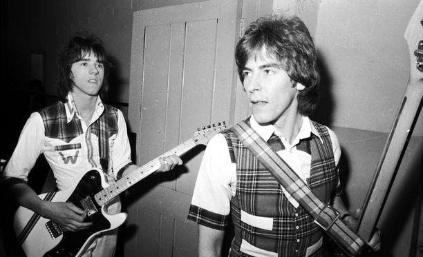 Kuvassa Longmuir ja bändin toinen jäsen Stuart Wood vuonna 1975.