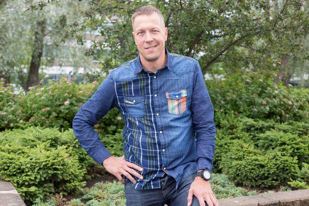 """Mikko """"Peltsi"""" Peltola sai palkinnon positiivisuudestaan."""