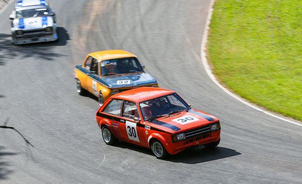 Horizonin takavetoinen serkku Talbot Lotus johtaa joukkoa.