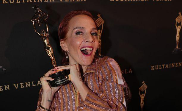 Maria Veitola Yökylässä voitti parhaan keskusteluohjelman Kultaisen Venlan.
