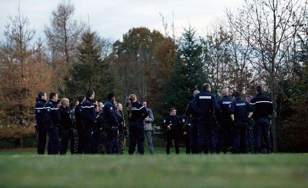 Muun muassa poliisit, palomiehet ja helikopteri ovat osallistuneet tänään tiikerijahtiin.