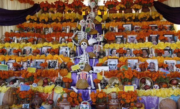 Suhtautuminen kuolleisiin vaihtelee kulttuureittain. Tämä kuva on otettu pari viikkoa sitten Meksikossa kuolleiden päivänä.