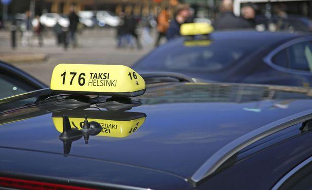 Kuvituskuva viime kevään taksimielenosoituksesta.