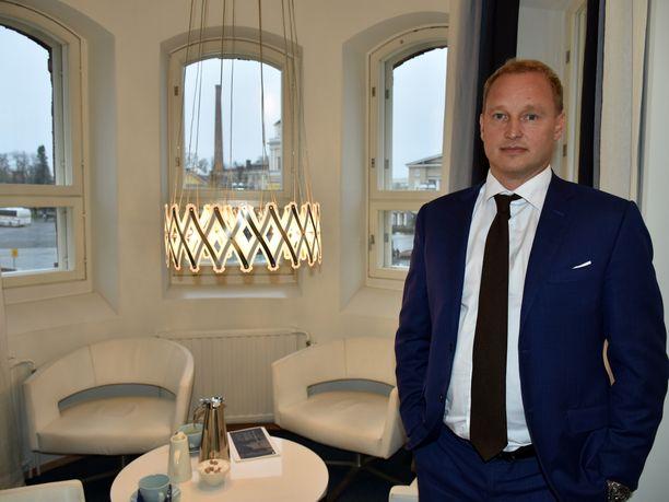 Entinen Ilveksen jääkiekkomaalivahti Mika Manninen loi tyhjästä miljoonabisneksen.