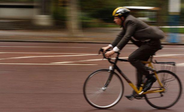 Poliisin tietojen mukaan kaksi kolmasosaa pyöräilyonnettomuuksista tapahtuu risteyksissä. Noin puolet pyöräilyonnettomuuksista tapahtuu pyörätien jatkeella.