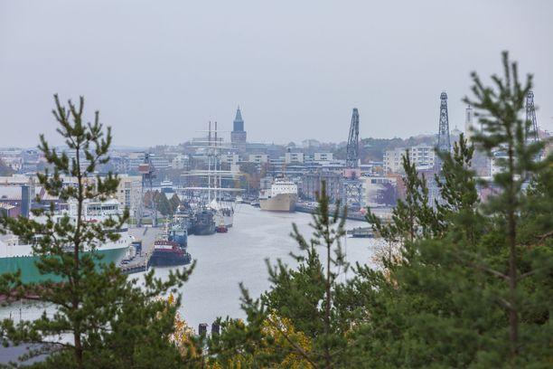 Miehen aikeet tyssäsivät Turun satamaan.