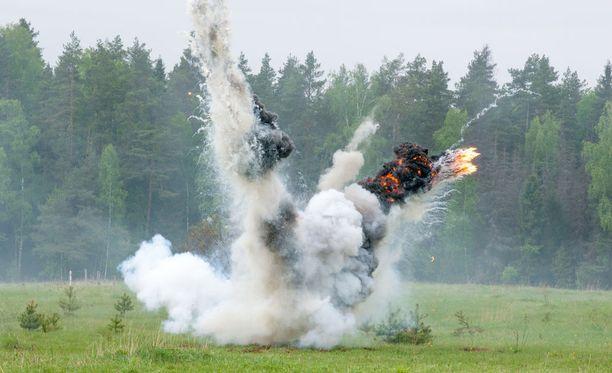 Suomen suunnittelema hyppymiinan tuhovoima suuntautuu ylhäältä alaspäin. Kuvituskuva