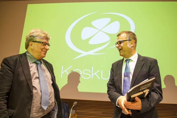 Timo Laaninen (vas.) palkattiin pääministeri Juha Sipilän (oik.) erityisavustajaksi marraskuun alussa.