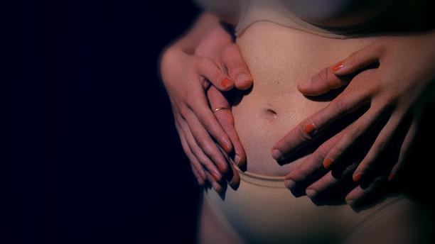 Saara sanoo dokumentissa, että käytännössä hänellä ei ollut mitään syytä siihen, miksei raskaus olisi voinut myös jatkua. –Minulla on vakituinen työ, tukeva perhe ja puoliso.