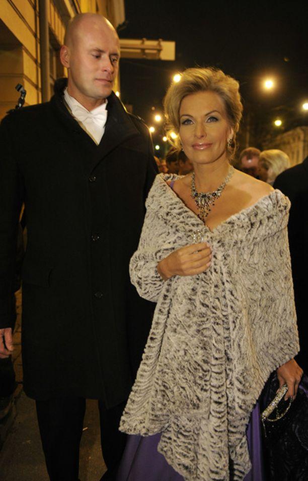 Janne Erjola ja Tanja Karpela olivat jättäneet Jon-pojan isovanhempien hoiviin.