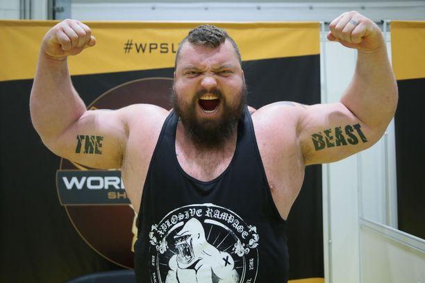 """Eddie """"Peto"""" Hall nosti vuonna 2016 maastavedosta 500 kiloa."""