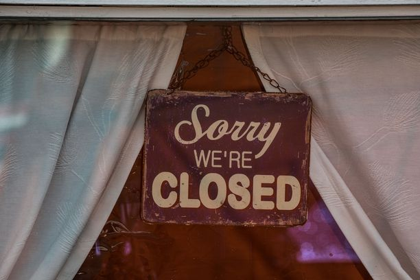 Koronaviruksen vuoksi hallitus päätti sulkea ravintolat ja kahvilat 4.4.–31.5. väliseksi ajaksi.