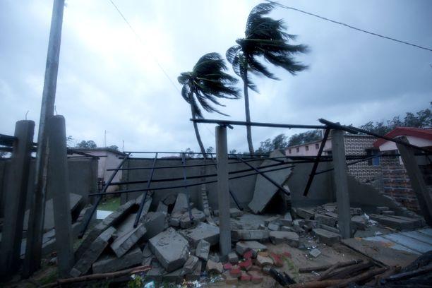 Hirmumyrsky on aiheuttanut tuhoja muun muassa Dighan kaupungissa Intiassa 26. toukokuuta.