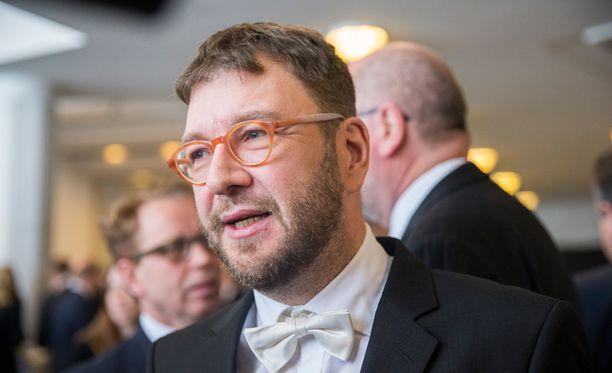 Timo Harakka ei aio yksinään haastaa Antti Rinnettä.