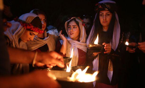 Irakin jesidit viettivät uuden vuoden juhlia 18. huhtikuuta Dohukin alueella.