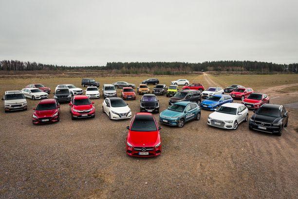 Auto- ja liikennetoimittajat valitsivat finalistit 30 auton joukosta.