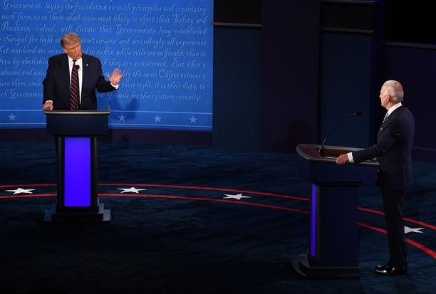 CNN:n kyselyn mukaan noin kaksi kolmasosaa sanoi Joe Bidenin vastausten olleen totuudenmukaisempia kuin Donald Trumpin.