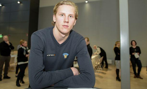 Niko Mikkola on pelannut tällä kaudella KalPassa 29 liigapeliä (tehopisteet 2+5).