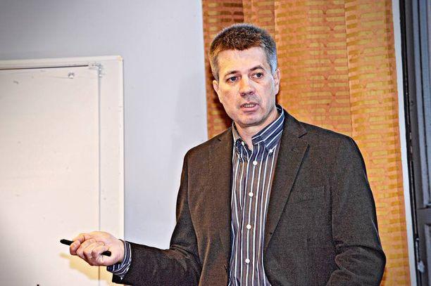 Lastentautien erikoislääkäri Jukka Vakkila pitää influenssarokotteita turvallisina.
