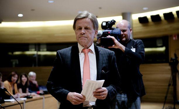Eduskunnan varapuhemies Mauri Pekkarinen (kesk) on selvittänyt hallituksen toimeksiannosta mitä toimenpiteitä EU:n arvopaperiasetus oikeasti vaatii Suomelta.