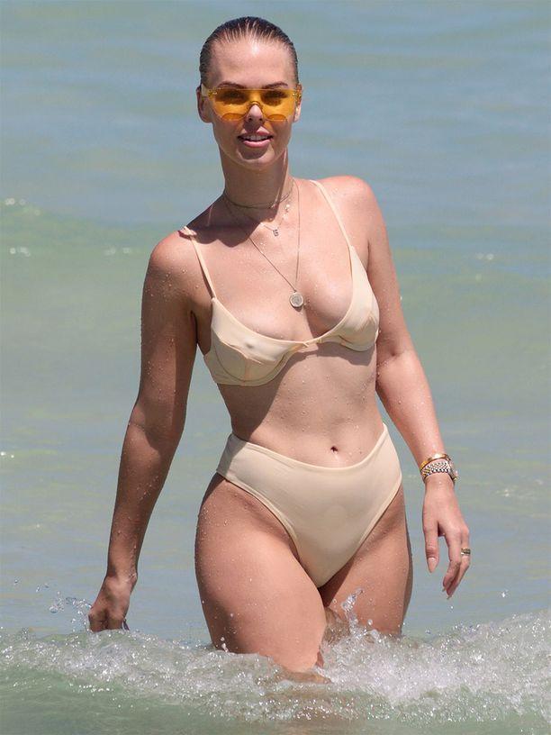Bianca Elouise on australialainen uima-asujen suunnittelija. Hänet kuvattiin aurinkoisessa Miamissa.