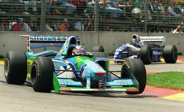 Benettonin perhe omisti vuosina 1986-2001 myös F1-tallin. Kuva Adelaiden osakilpailusta vuodelta 1994, jolloin Michael Schumacher voitti ensimmäisen maailmanmestaruutensa Benettonilla.