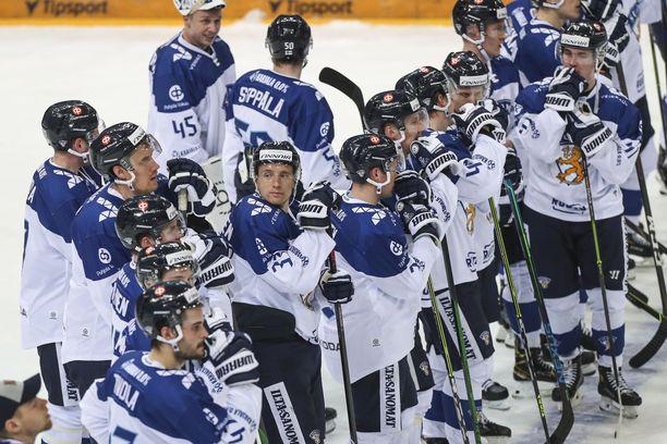 Suomen koko joukkue matkusti yhdessä Prahasta Riikaan lauantaina.
