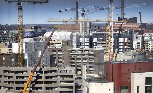Komission mukaan Suomen talousnäkymien parantuminen johtuu ennen kaikkea viennin ja investointien kasvusta, myös kotimainen kysyntä vauhdittaa kasvua.