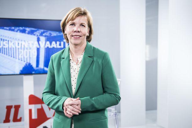 Rkp:n puheenjohtaja Anna-Maja Henriksson osallistui Iltalehden Riisuttuun puoluetenttiin maanantaina 1.4.2019.