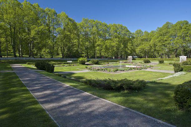 Monet Orun puiston kasvilajeista on tuotu sinne ulkomailta.