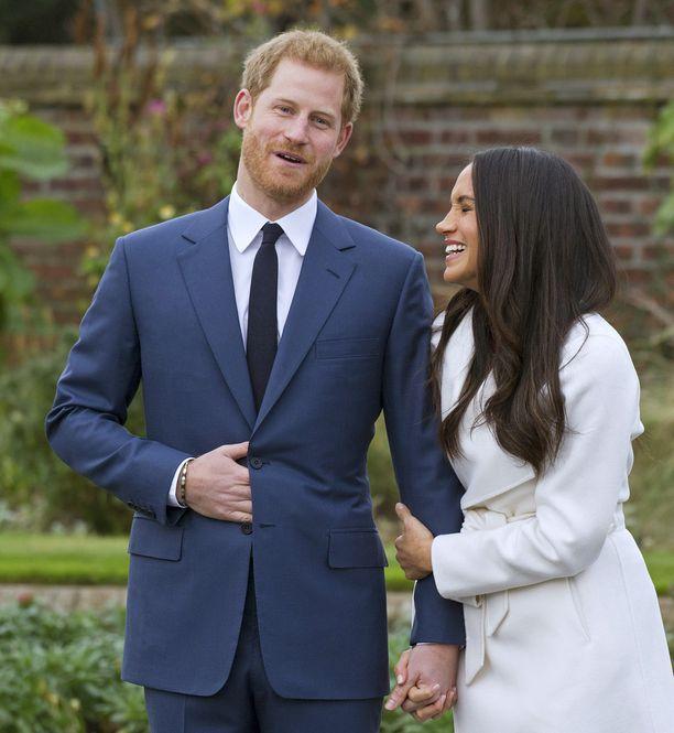 Asiantuntijan mukaan Harryn ele symboloi paitsi itsensä myös vieressä olevan - tässä tapauksessa kihlattu Meghan Marklen - suojelemista.
