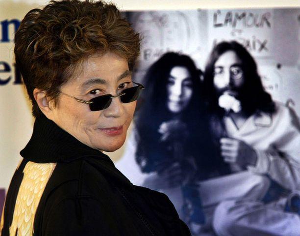 Yoko Ono vaatii vuonna 1970 kuvatun materiaalin oikeuksia itselleen.