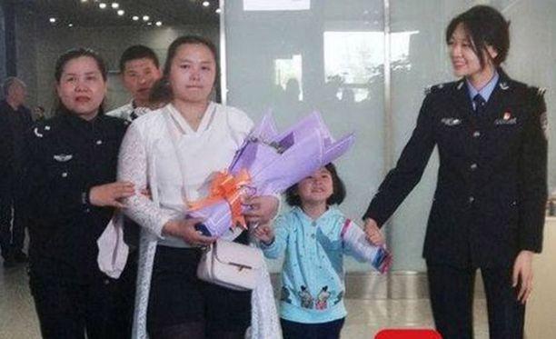 Tytär lensi tiistaina Chengduun miehensä ja kahden lapsensa kanssa.