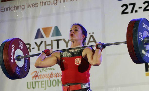 Anni Vuohijoki teki 69 kilon sarjassa yhteistuloksen 208 kiloa, joka rikkoi 13 vuotta vanhan SE:n.