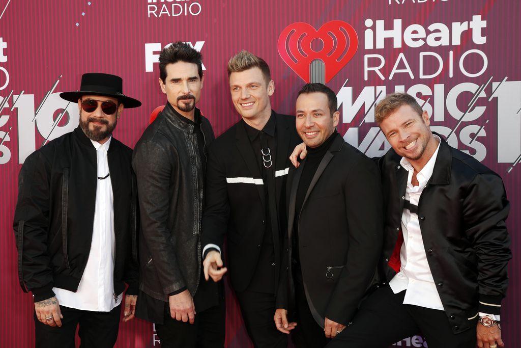Backstreet Boys tänään 26 vuotta! Ensiesiintyminen jumppasalissa - tässä kuvassa on aitoa ysäriä