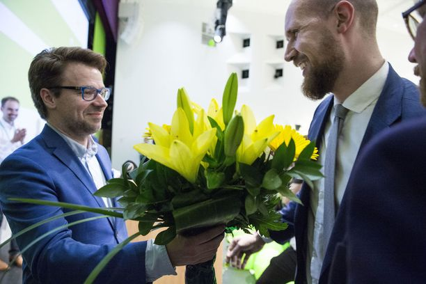 Ville Niinistö kukitti Touko Aallon seuraajakseen Tampereen puoluekokouksessa viime vuoden kesäkuussa.