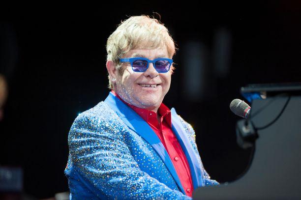 Elton Johnin kirjaa on kovasi kehuttu.