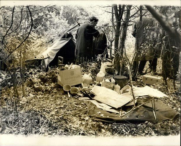 Roberts asui viikkojen ajan metsässä teltassa.