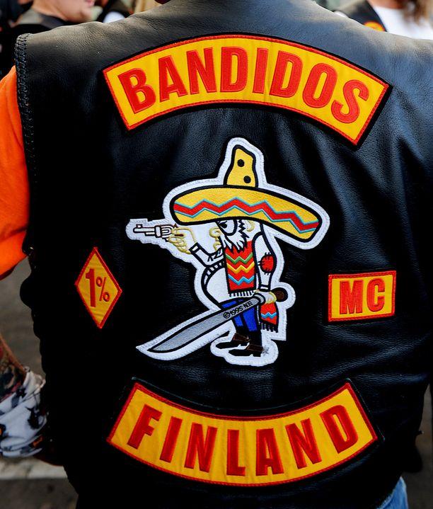 Silminnäkijän mukaan osalla jengiläisistä oli päällään Bandidos-moottoripyöräkerhon liivit. Kuvan henkilöt eivät liity tapaukseen.