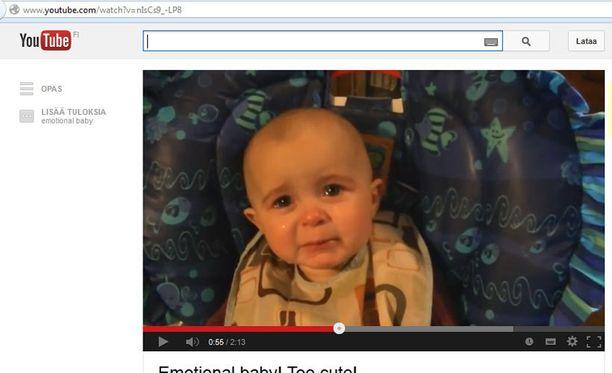 Video vauvan tunnereaktiosta on saanut YouTubessa viikossa miljoonia katsojia.