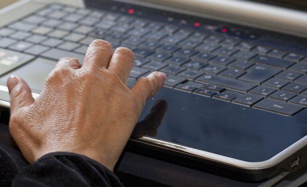 Varoitus koskee kaikkia langattomien WLAN-verkkojen asiakaslaitteiden käyttäjiä.