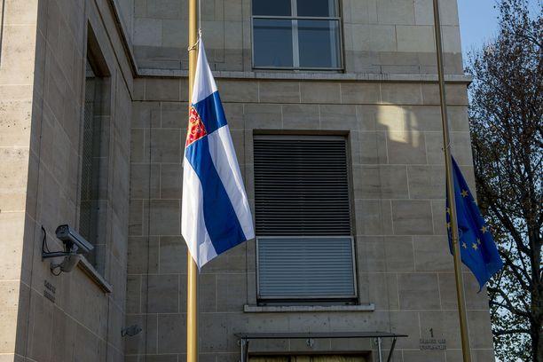Suomi rikkoi Euroopan ihmisoikeussopimuksen artiklaa, joka koskee oikeutta elämään. Arkistokuva valtion lipusta puolitangossa.